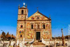 La iglesia parroquial de Válega, dedicada a la Virgen María, comenzó a construirse en 1746 prolongándose las obras algo más de un siglo. Near Ovar, Centro de Portugal, Portugal