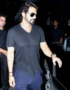 Photos: Arjun Rampal and Shamita Shetty party with friends - Entertainment  #bollywoodphotos #bollywoodmovies #bollywoodinstant #bollywoodfashion #poser #candid  #bollywoodactors #arjun #dady #biopicmovies