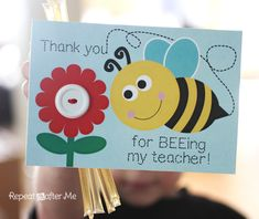 So cute for a back to school teacher gift! Repeat Crafter Me: Bee Themed Back-to-School Teacher Appreciation Gift and Printable Greeting Cards For Teachers, Teachers Day Greetings, Teachers Day Gifts, Presents For Teachers, Thank U Cards, Teacher Thank You Cards, Repeat Crafter Me, Bee Teacher Gifts, Your Teacher