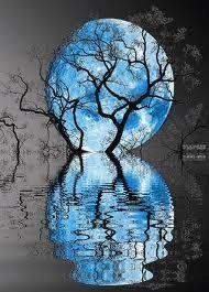 Blue moon espejo natural, Reflejos agua. simetría. naturaleza