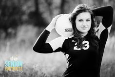 I kinda want to be a senior just so i can have senior pictures already.(Find inspirations at Monica Hahn Photography Volleyball Senior Pictures, Soccer Pictures, Senior Girl Poses, Girl Senior Pictures, Senior Girls, Senior Session, Photography Senior Pictures, Teen Photography, Portrait Poses