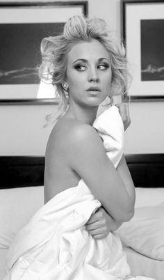 Kaley Cuoco - star of the Big Bang Theory! Has become one of my favorite shows Kaley Cuoco, Big Bang Theory, Beautiful Celebrities, Beautiful People, Beautiful Women, Simply Beautiful, Shows, Looks Style, Up Girl