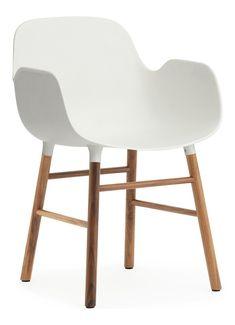 Normann Copenhagen Form Armchair stoel met walnoten onderstel • de Bijenkorf