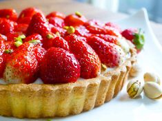 Strawberry Cream Cakes, Strawberry Desserts, Sweets Recipes, Cake Recipes, Cooking Recipes, Cafe Food, Dessert Drinks, Sweet Cakes, Mini Cakes