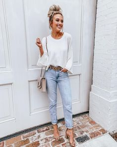 """886d34f003459 Emily Herren on Instagram  """"Comfy sweater   mom jeans for a comfy  ootd! I  was never really into this style of jeans until I tried this pair!"""