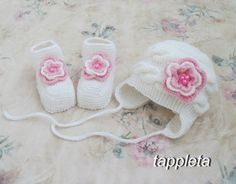 Hat and booties pink roses 0-12 months newborn girl by tappleta