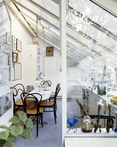 I am in love with this Airy French Kitchen. The slanted glass roof, antique cane chairs, and what feels like a greenhouse kitchen create an outdoor feel to the space. Greenhouse Kitchen, Greenhouse Plans, Greenhouse Tomatoes, Kitchen Spotlights, Kitchen Bookshelf, Lots Of Windows, Large Windows, Outside Living, Glass Roof