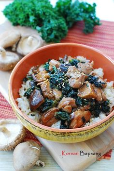 DAK KALE BOKKEUM (STIR-FRIED CHICKEN AND KALE) (2 – 3 servings) ==  4 skinless boneless chicken thighs, 8 oz kale, 6 oz fresh mushrooms  ==SAUCE== 3 T soy sauce, 1 T lemon juice, 1-1/2 T sugar, 1 T minced garlic, 1 T sesame oil, pinch black pepper, 1 t sesame seeds, 1/4 t crushed red pepper,    1 T canola/vegetable oil  ====
