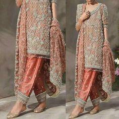 #shortshirt #cigarettepants #weddinginspiration #trouser #sabyasachi #pakistan #lehenga #lehengacholi #desiwedding #designer #designerdress #flairy #mehndi #pakistanbestdressed #hudabeauty #allechant #elan #pakistani
