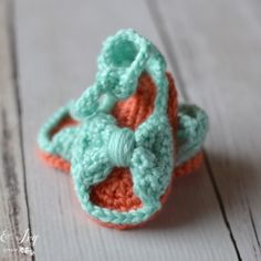 Crochet Me Lovely - Bitty Bow Baby Sandals Pattern - Whistle and Ivy