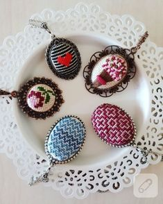 Let's see step by step, how to make cross stitch embroidered ethamine necklace. The predecessor … - Jewelry Flowers Hand Embroidery Stitches, Modern Embroidery, Ribbon Embroidery, Cross Stitch Embroidery, Embroidery Designs, 123 Cross Stitch, Cross Stitch Borders, Cross Stitching, Cross Stitch Patterns