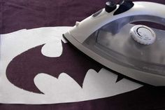 Geek Home Decor: Batman Pillow Stencil (frickin freezer paper?!?!?!) How am I just now learning about this?