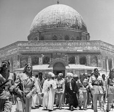 LIFE Magazine: Palestine 1948 — rare photo collection These are 45 photos from LIFE Magazine archive. Some of these photos were not published at the time. Palestine History, Palestine Art, Israel History, Rare Photos, Old Photos, British Marine, Kings Of Israel, Dome Of The Rock, Life Magazine