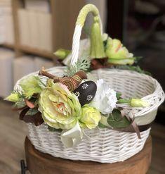 Wicker Picnic Basket, Wicker Baskets, Easter Bunny Images, Wedding Gift Baskets, Flower Girl Basket, Florists, Basket Decoration, Easter Wreaths, Diy Wreath