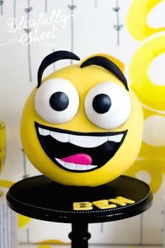 Happy Face Cake | Blissfully sweet cakes