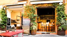 Restaurant entrance L'ingresso del ristorante