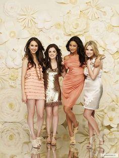 like the mismatched/like dresses and colour combo (bridesmaid dress ideas)