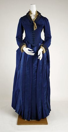 1888-89 French Visiting dress