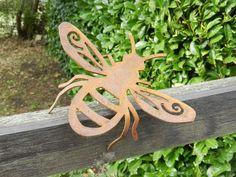 Metal Yard Art, Metal Art, Honey Bee Garden, The Artist, Garden Animals, Bee Gifts, Rusty Metal, Woodland Creatures, Garden Ornaments