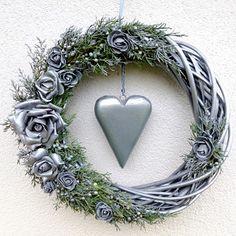 Velký věnec v antik laku se srdcem i bez Christmas Wreaths, Christmas Decorations, Name Art, Grapevine Wreath, Grape Vines, Boho, Flowers, Home Decor, Christmas Swags
