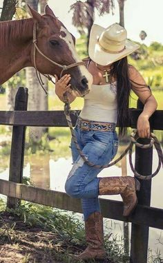 Country girls outfits, cowboy boot outfits и country girl style. Foto Cowgirl, Cowgirl Western Wear, Estilo Cowgirl, Cowgirl Tuff, Western Girl, Cowgirl Style, Sexy Cowgirl Outfits, Cowboy Boot Outfits, Rodeo Outfits