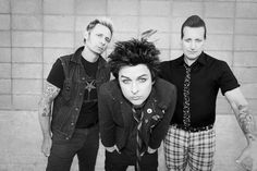 Love, love, love these guys. Can't wait for the new album!!! Green Day Official…