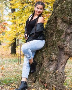 #photoshoot #photography #photoshoot #photographerslife #portrait #portraitphotography #portraitmode #portraitmood #color #colors #autumn 🍂 #tree #girl #romaniangirl ##photopose #dslrphotography #orastie