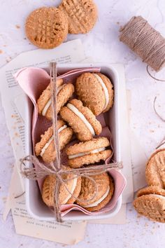 These Gluten-free Peanut Butter Cookies are crispy, crumbly and full of flavor. No need for special gluten-free ingredients. Gluten Free Peanut Butter Cookies, Peanut Butter Roll, Gluten Free Desserts, Easy Desserts, Delicious Desserts, Favorite Cookie Recipe, Best Cookie Recipes, Best Dessert Recipes, Fun Baking Recipes