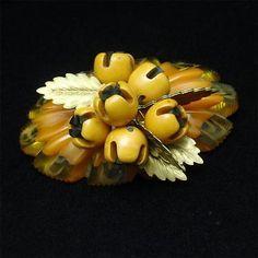 Bakelite-Celluloid-Oval-Dangling-Flower-Buds-Brooch-Pin-Vintage