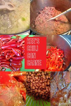 Kee's Chili con Carne   Ingrediënten: 1 kilo rundergehakt 2 uien gesnipperd 2 tenen knoflook 2 tl Chilipoeder  1 tlSaffraan 3 blikken gep. tomaten 1 kg bruine bonen 2 rode paprika's reepjes