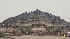 Borobudur é o maior templo budista do mundo. Fica a cerca de 1 h do centro de Yogyakarta. É mais antigo que o famoso complexo de Angkor Wat no Camboja.  #wanderlust #viagem #viajar #trip #travel #asia #wonderfulindonesia #indonesia #borobudur #yogyakarta