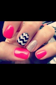 Chevron nails! It's been a while since I've gotten my nails done! Maybe I will go and get this done.