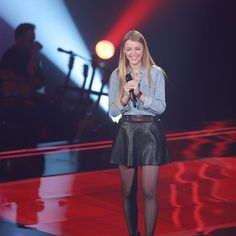 Alicia Moffet de La Voix reprend I'm Not the Only One de Sam Smith | HollywoodPQ.com Sam Smith, One And Only, Leather Skirt, Girl Fashion, Punk, Stars, Alice, Outfits, Image