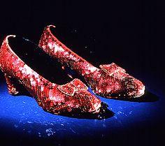 """Oz Büyücüsü'nün kırmızı ayakkabılarından daha kırmızısı olabilir mi? / Could it get any """"red-der"""" than the Wizard of Oz shoes?"""