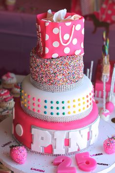 25 Amazing Birthday Cakes for Teen Girls Stay At Home Mum – Cake 2020 Pink Birthday Cakes, Birthday Cakes For Teens, 13th Birthday Parties, Sweet 16 Birthday, Birthday Cupcakes, 14th Birthday Cakes, Birthday Ideas, Cute Cakes, Pretty Cakes