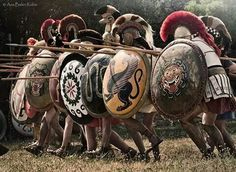 Ana Belén illustration: Greek Hoplites charging in phalanx formation Greek History, Roman History, Ancient History, European History, Ancient Aliens, American History, Ancient Armor, Rome Antique, Greek Warrior