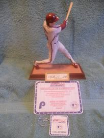 """PHILADELPHIA PHILLIES MIKE SCHMIDT SPORTS IMPRESSIONS """"HAND SIGNED"""" LIMITED EDITION FIGURINE"""