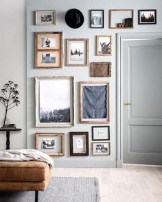 Home Interior Living Room Gallery Wall Inspiration Interior Living Room Gallery Wall Inspiration Inspiration Wand, Decoration Inspiration, Decor Ideas, Decorating Ideas, Wall Ideas, Look Vintage, Vintage Artwork, My New Room, Picture Wall