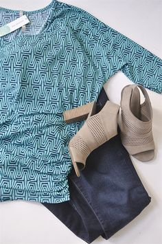 Saw this posted - I like the unusual geometric pattern, and I especially like the turquoise and deep blue color combination. Also love those shoes!