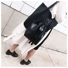PRIMARY NEW YORK | Double down on @thestowe // get the bucket bag & the perforated tote