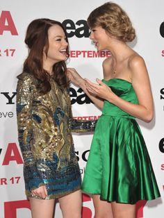 Taylor Swift's dress is so cute!