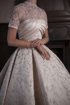Rami Kadi Haute Couture Vesna – Summer Journal of Fashion - Wedding Dress Couture Dresses, Bridal Dresses, Wedding Gowns, Fashion Dresses, Prom Dresses, Couture Mode, Couture Fashion, Elegant Dresses, Pretty Dresses