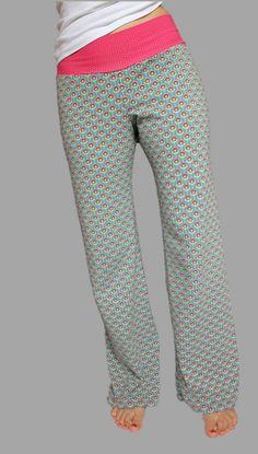 Pantalon de yoga à motif de couture par Windschnittich - Homewear selber nähen - Yoga Trousers, Harem Pants, Pajama Pants, Jogger Pants, Diy Mode, Chanel Couture, Embroidered Clothes, Cute Diys, Summer Diy