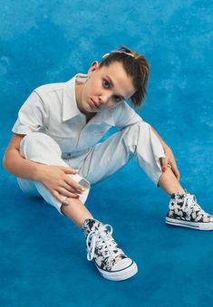 Millie Bobby Brown Photoshoot for Converse - Cute Outfits Millie Bobby Brown, Tenis Converse, Brown Converse, Converse Chuck, Bobby Brown Stranger Things, Browns Fans, Sadie Sink, Celebs, Celebrities