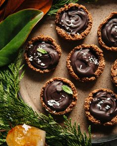 No-bake chocolate mint cups are simple to prepare, made with 10 ingredients, and are super decadent. Dairy-free and gluten-free. Coconut Oil Chocolate, Dairy Free Chocolate, Dark Chocolate Chips, Mint Chocolate, Vegan Chocolate, Chocolate Recipes, Coconut Milk, Holiday Treats, Holiday Recipes
