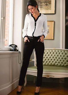16 modelos de camisa blanca o/i 2020-2021 ¿Cuál es tu favorita?   Estilo Ennia Dresscode Smart Casual, Business Casual Outfits, Office Outfits, Classy Outfits, White Outfits, Business Outfit Frau, Business Attire, Business Fashion, Office Fashion