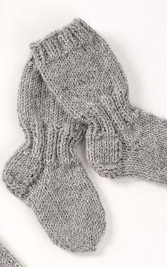 Lapsen pitkävartiset sukat Novita Nalle | Novita knits Knitting For Kids, Baby Knitting Patterns, Knitting Socks, Knit Or Crochet, Crochet Baby, Best Baby Socks, Woolen Socks, Knitted Baby Clothes, Knitting Videos