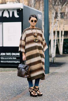 Miroslava Duma in a striped street style poncho! Vanessa Jackman, Miroslava Duma, London Fashion Weeks, Street Style, Street Chic, Love Fashion, Winter Fashion, Womens Fashion, Petite Fashion