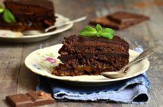 Austria: Sacher Torte from Slideshow: Around the World in 80 Desserts Chocolate Caramel Cheesecake, Decadent Chocolate Cake, Chocolate Desserts, Just Desserts, Delicious Desserts, Love Cake, Sweet Recipes, Food To Make, Gem