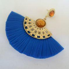 Brinco artesanal azul de franja e leque.. R$ 12,00